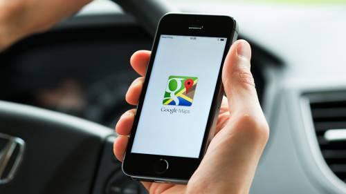 Mette il navigatore ma Google Maps lo porta sul greto di un fiume, salvato dalla polizia