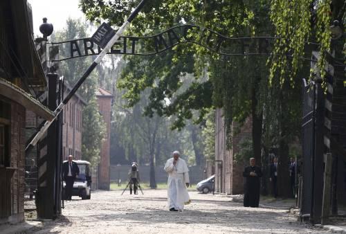 Il Papa in visita ad Auschwitz 4