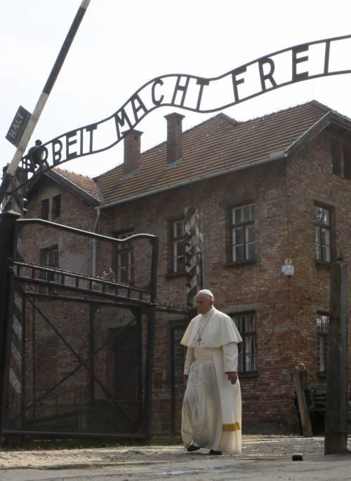 Il Papa in visita ad Auschwitz 6