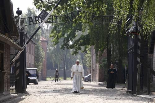 Il Papa in visita ad Auschwitz 10
