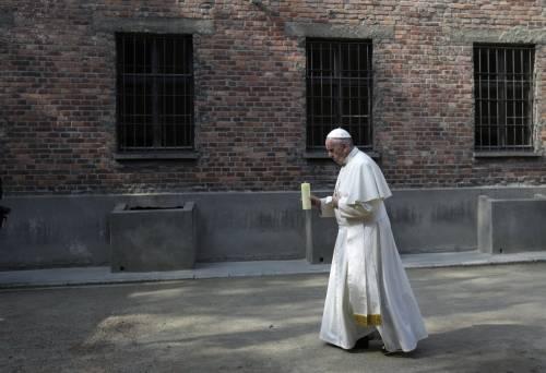 Il Papa in visita ad Auschwitz 9
