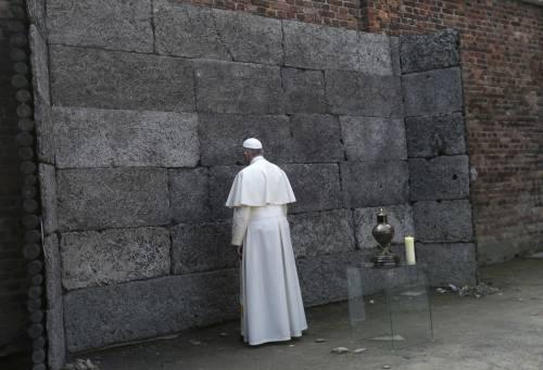 Il Papa in visita ad Auschwitz 12