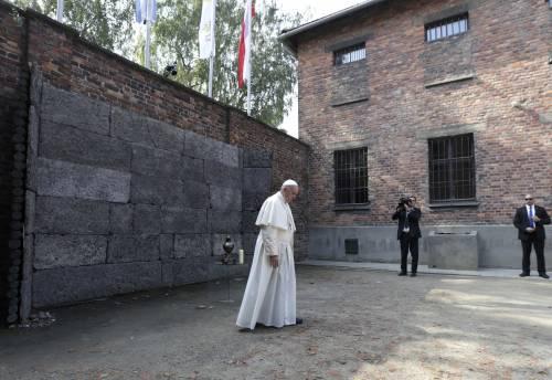 Il Papa in visita ad Auschwitz 15