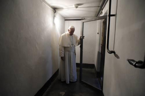 Auschwitz, il Papa nella cella di Massimiliano Kolbe 4