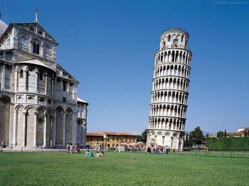 Incidono il nome sulla Torre di Pisa: arrestati due turisti americani