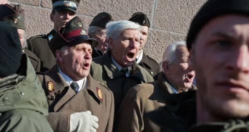 Il raduno delle SS: la parata choc in Estonia