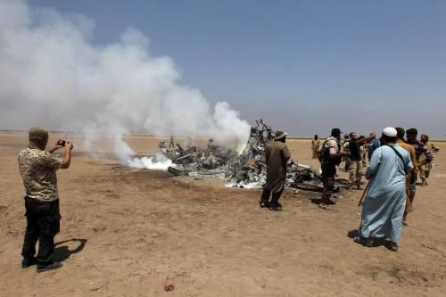 Elicottero A Reazione : Elicottero russo abbattuto in siria ribelli fanno scempio