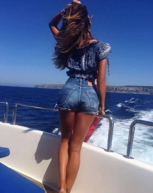 Belen Rodriguez: le foto sexy del lato b 7