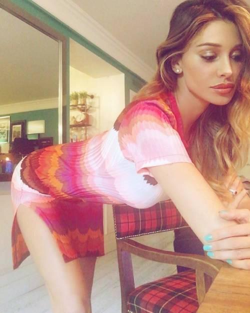 Belen Rodriguez: le foto sexy del lato b 21