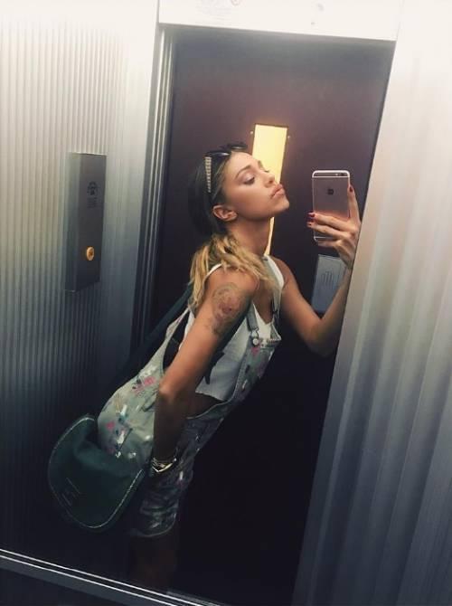 Belen Rodriguez: le foto sexy del lato b 29
