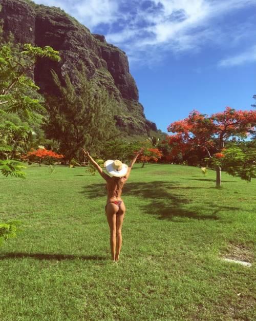 Belen Rodriguez: le foto sexy del lato b 35