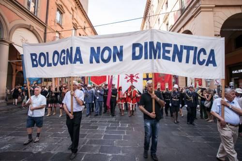 """Bologna, l'anniversario della strage. Mattarella: """"Segno indelebile nella coscienza civile italiana"""" 5"""