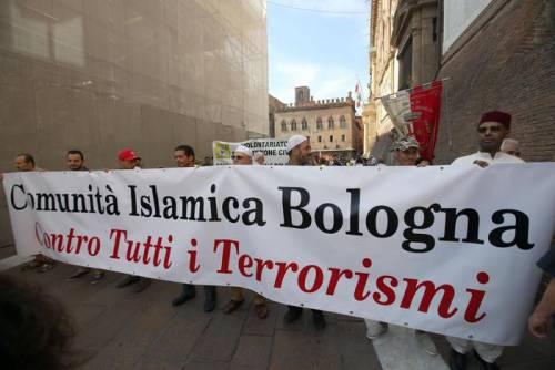 """Bologna, l'anniversario della strage. Mattarella: """"Segno indelebile nella coscienza civile italiana"""" 10"""