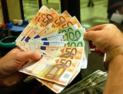 Vendevano euro in Europa: arrestati otto falsari a Napoli