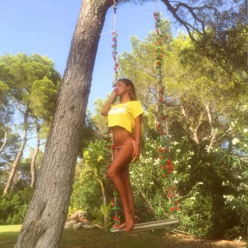 Belen Rodriguez, un'estate sexy e svestita  3