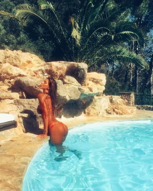 Belen Rodriguez, un'estate sexy e svestita  5