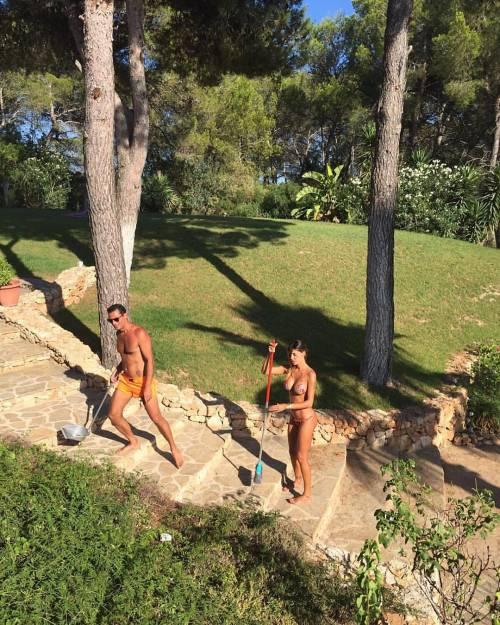 Belen Rodriguez, un'estate sexy e svestita  6