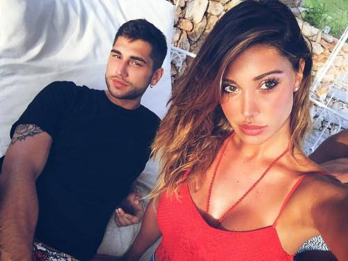 Belen Rodriguez, un'estate sexy e svestita  12