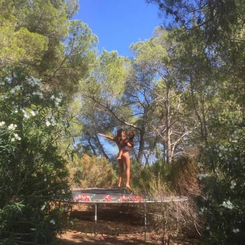 Belen Rodriguez, un'estate sexy e svestita  11