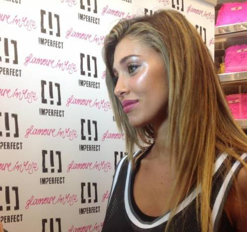 Belen Rodriguez, un'estate sexy e svestita  16