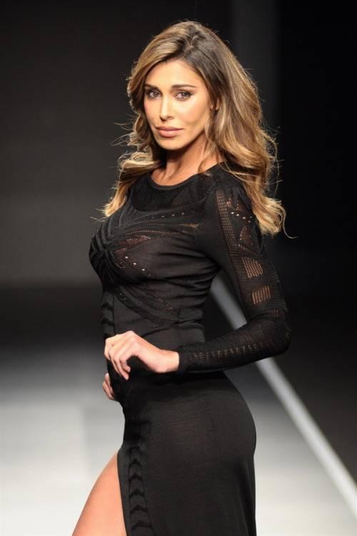 Belen Rodriguez, un'estate sexy e svestita  26