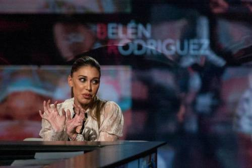 Belen Rodriguez, un'estate sexy e svestita  27