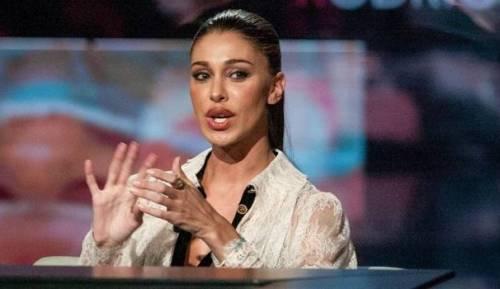 Belen Rodriguez, un'estate sexy e svestita  30