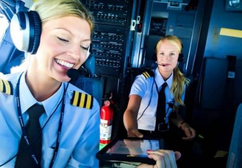 La bella pilota di Ryanair sta facendo impazzire tutti 2