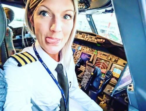 La bella pilota di Ryanair sta facendo impazzire tutti 4