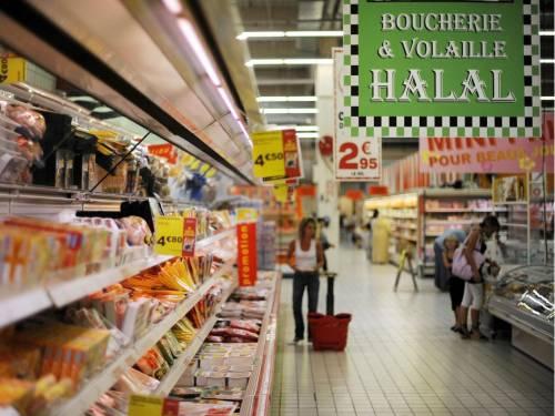 Orrore al supermercato: si taglia un alluce e lo mangia