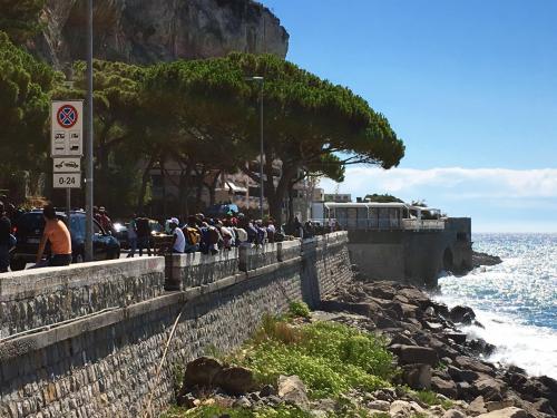 """""""Macron manda la 'legione straniera' per fermare i migranti a Ventimiglia"""""""