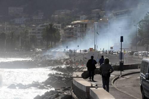 Ventimiglia, scontri tra migranti e polizia 4