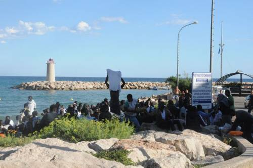Ventimiglia, scontri tra migranti e polizia 6