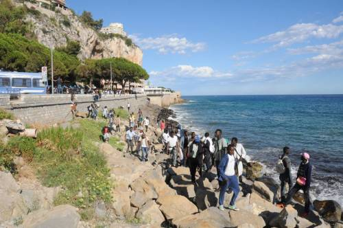 Ventimiglia, scontri tra migranti e polizia 10