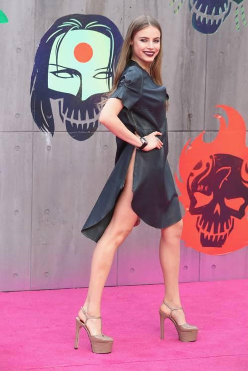 Scandalo sul red carpet di Suicide Squad: la modella Xenia è senza slip 6