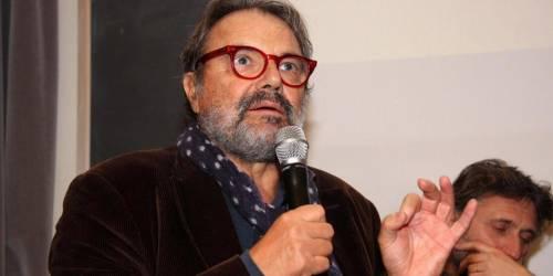 """Toscani delira ancora: """"Tra Meloni e Boldrini? Meglio una scimmia"""""""