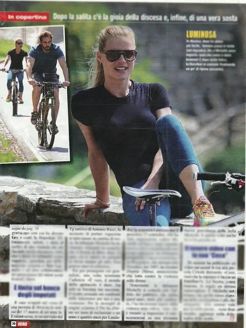 Michelle Hunziker in bici col marito Tomaso 1
