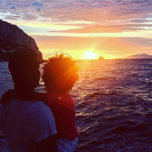 Mario Balotelli papà tenerissimo al mare con la piccola Pia 4