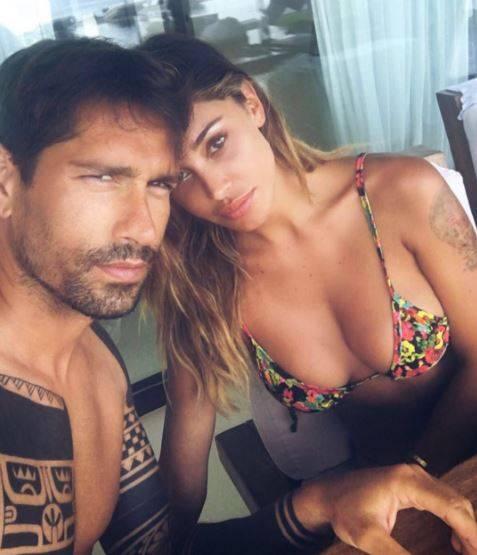 Belén e Borriello, baci e carezze a Ibiza 4