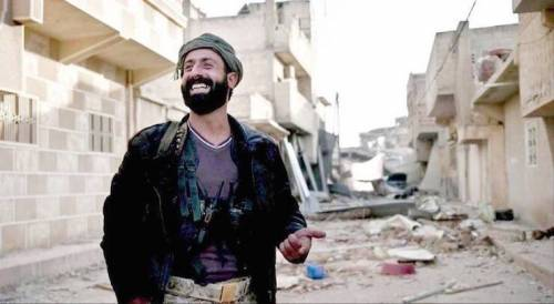 Pianti e niqab dati alle fiamme manbij sconfigge l for Citta della siria che da nome a un pino