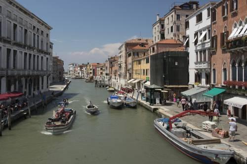 """""""Basta assalto dei turisti: Venezia a numero chiuso"""""""