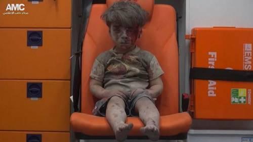 Pietà per il piccolo Omran. Ma su Aleppo quante bugie