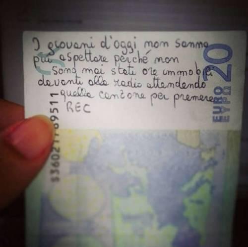 """""""I giovani non sanno aspettare"""": la verità su una banconota da 20 euro"""