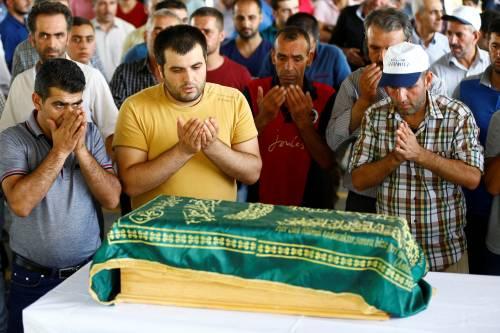 Gaziantep piange le vittime del terrorismo 3