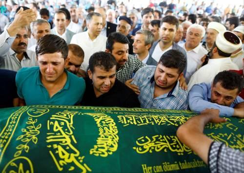 Gaziantep piange le vittime del terrorismo 9