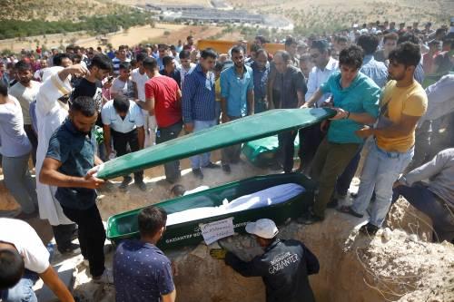Gaziantep piange le vittime del terrorismo 10