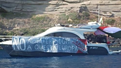 Ventotene, la protesta in barca di Alemanno 3