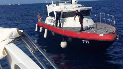 Ventotene, la protesta in barca di Alemanno 5