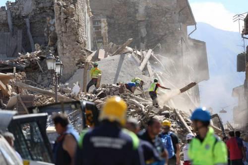 Forte terremoto in Centro Italia, morti e feriti