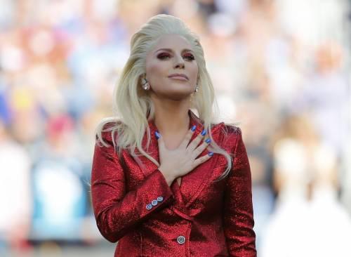Lady Gaga per il terremoto: foto 2